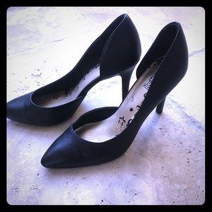 Classic black heels 👠